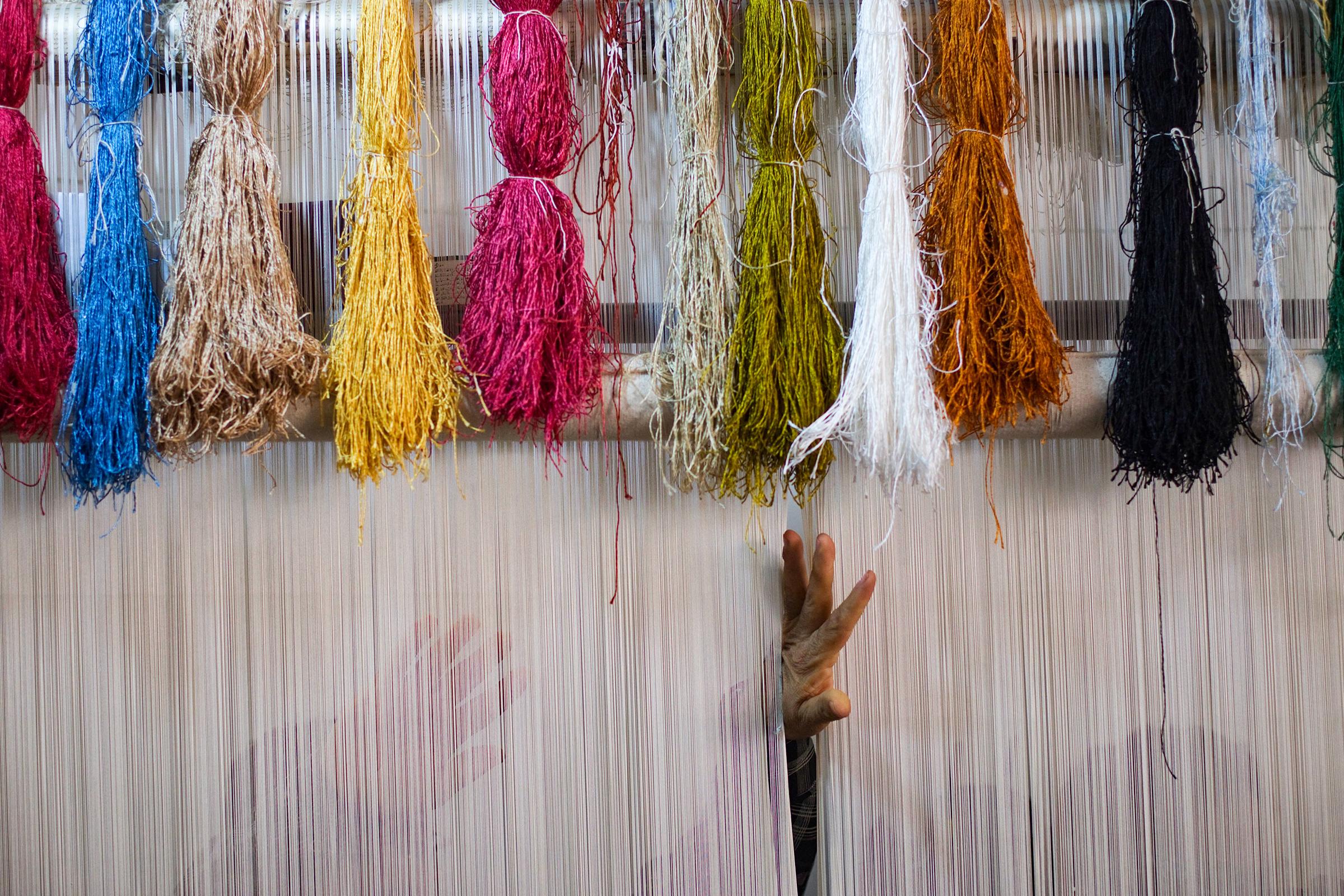 Персидские ковры — неотъемлемая часть иранской культуры. Их производство началось более 2 тыс. лет назад и процветает до сих пор, что сделало страну ведущим производителем и экспортером ковров ручной и машинной работы в мире