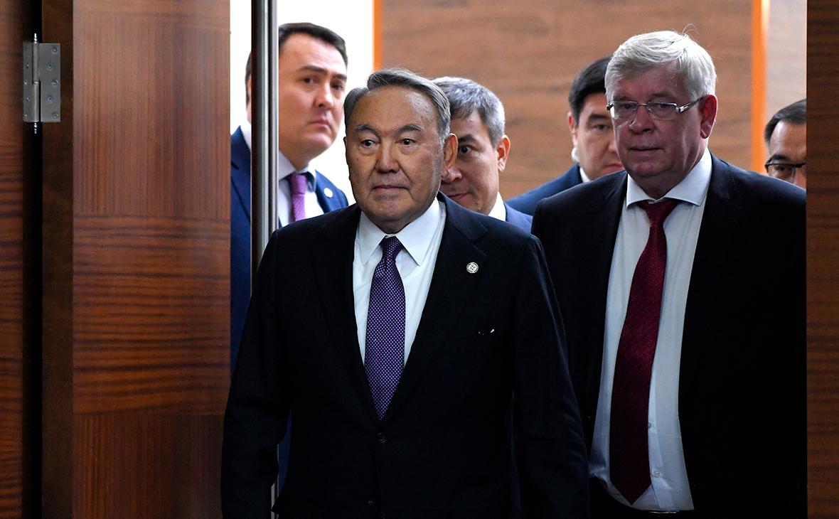 Нурсултан Назарбаев и Валерий Семериков (слева направо)