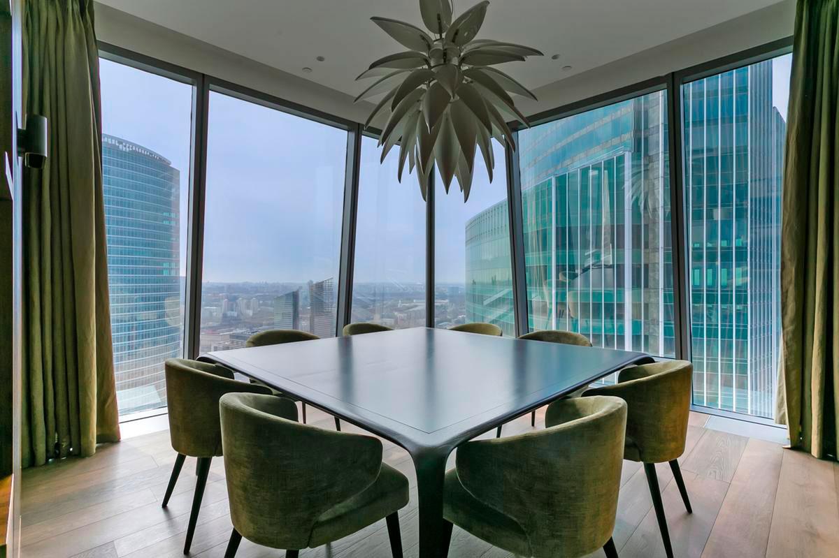Четырехкомнатные апартаменты площадью 296 кв. м на 55-м этаже в «Москва-Сити»