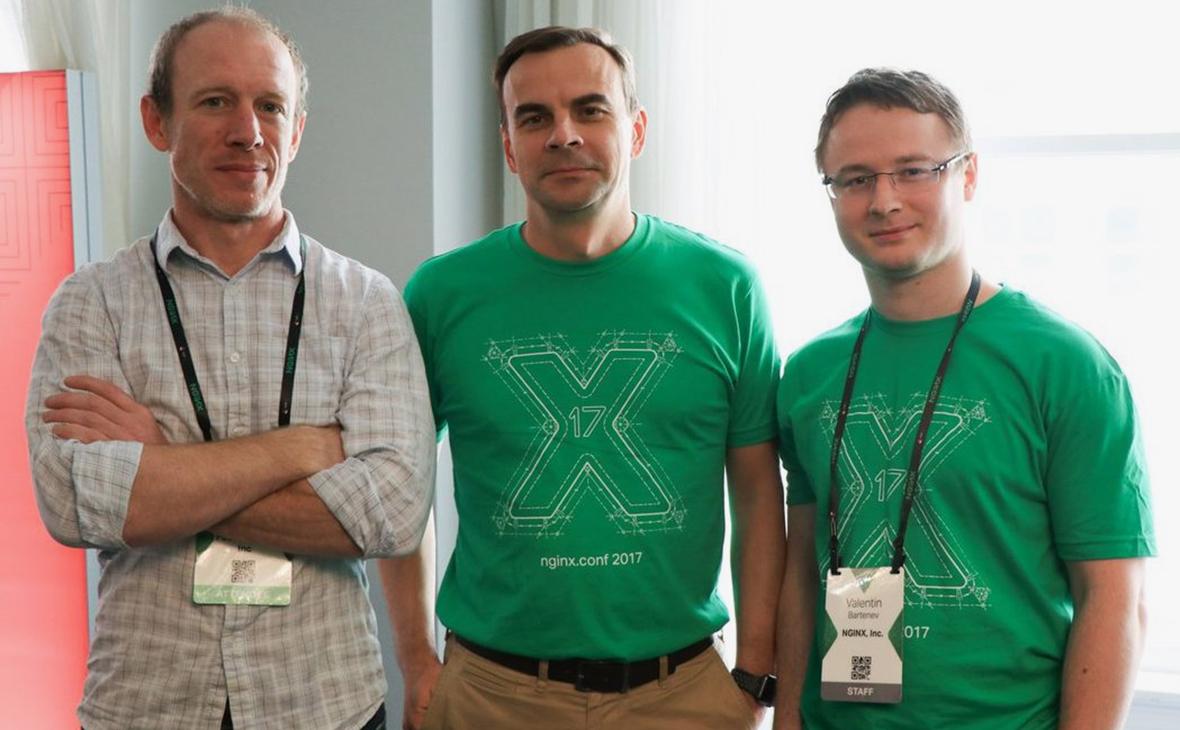 Игорь Сысоев (в центре)