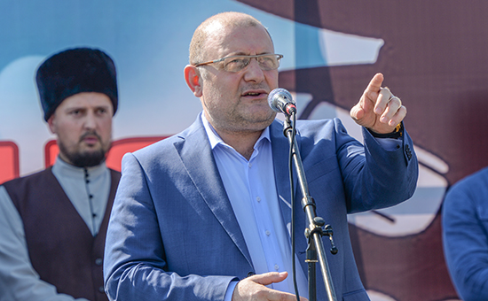 Министр Чечни понациональной политике, внешним связям, печати иинформации Джамбулат Умаров