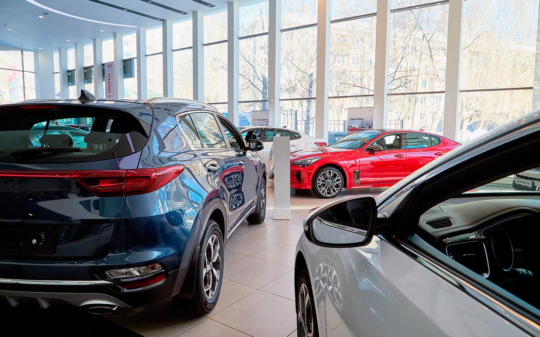 <p>Многие официальные продавцы по инерции продолжают оценивать подержанные автомобили ниже рыночной стоимости, а взамен предлагают лишь подарки от дилерского центра.</p>