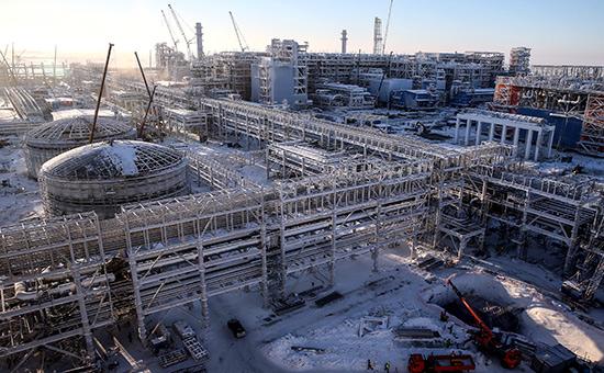 Строительство первой линии завода попроизводству сжиженного природного газа «Ямал СПГ» впоселке Сабетта