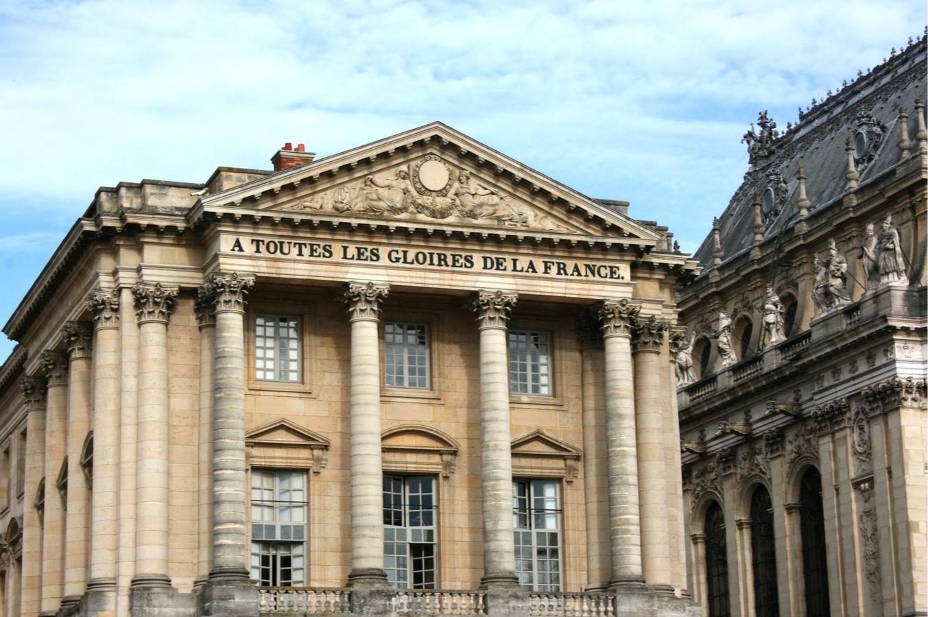 Для классицизма характерны большие окна