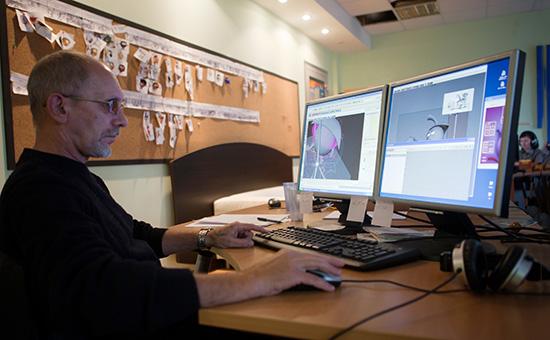 Сотрудник анимационной студии «Петербург» вовремя работы надсозданием 3D-мультфильма «Смешарики». 2010 год