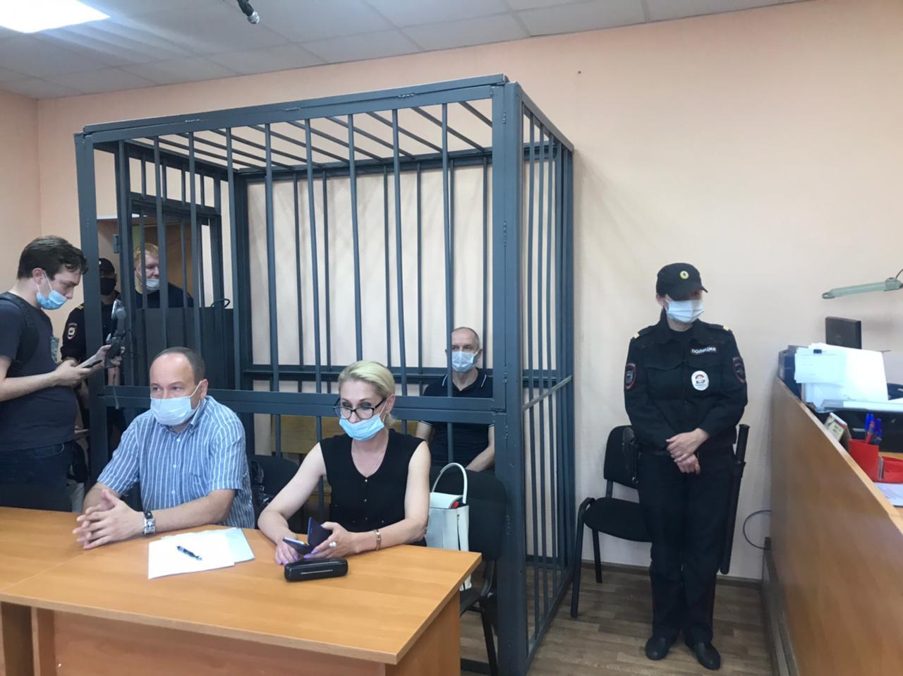 Михаил Шилимановза решеткой в зале суда