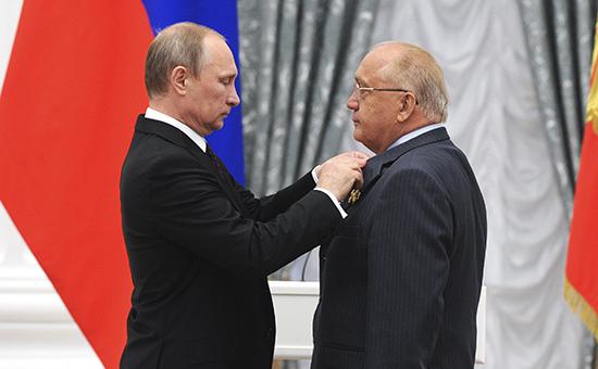 Президент РФ Владимир Путин (слева) и ректор МГУ Виктор Садовничий