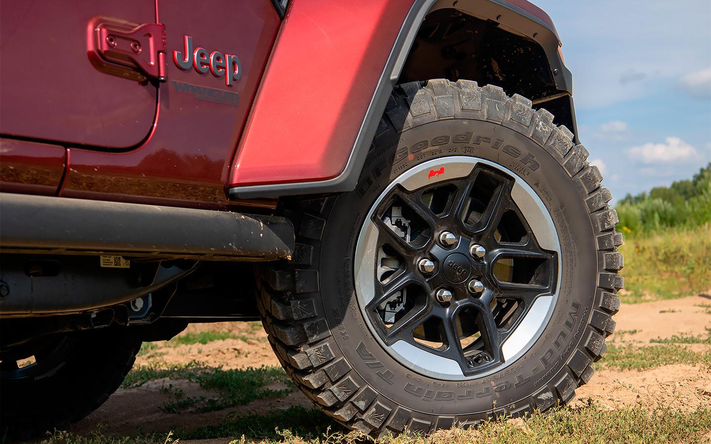 <p>Jeep Wrangler Rubicon &mdash; единственный автомобиль на российском рынке, который прямо с завода комплектуется настоящей внедорожной резиной M/T</p>  <p></p>