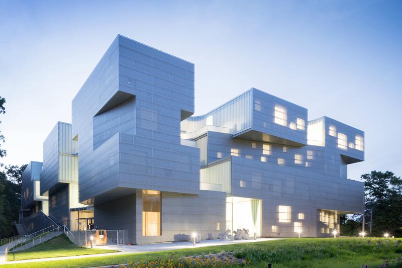 Номинация «Школы иуниверситеты»   Название: Университетизобразительных искусств Место: Айова Архитекторы: Steven Holl Architects