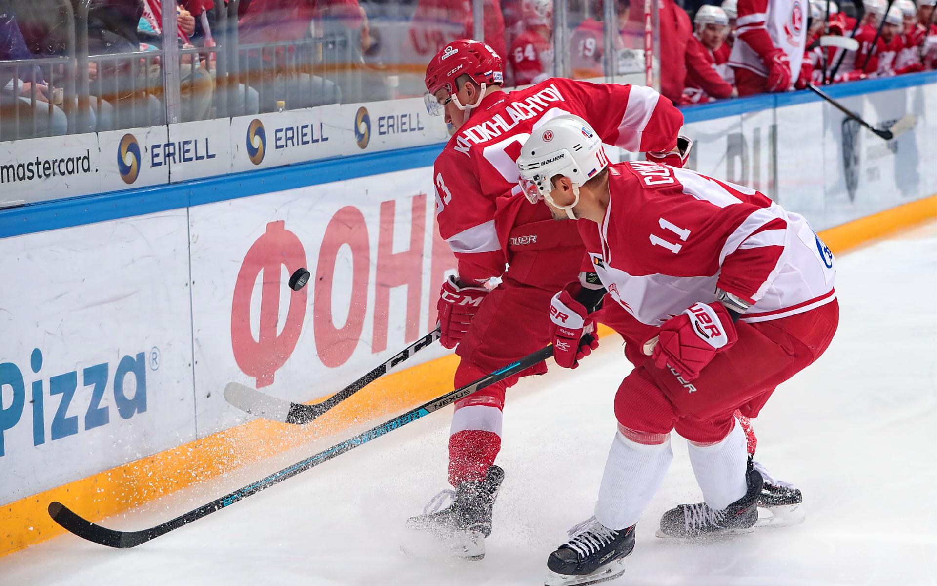 Хоккеист Александр Хохлачев дебютировал за «Спартак» в 2012 году, впериод работы в клубе своего отца в клубе