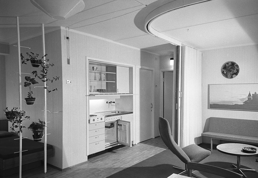 Интерьер одной изкомнат трехкомнатной эталонной квартиры в10-м экспериментальном квартале. 1 октября 1968 года