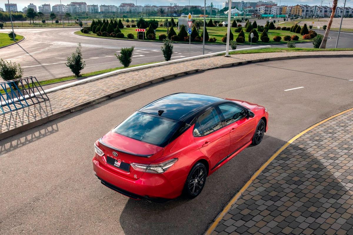 Toyota представила обновленную Camry для России