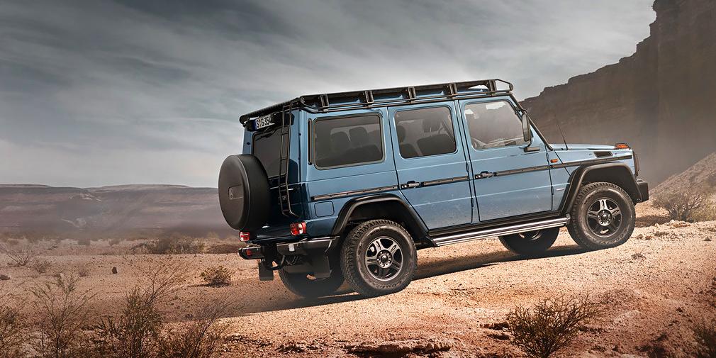 В 2013 г. Daimler вернул в модельную линейку рабочую версию Professional. Она отличается более простой отделкой, увеличенным клиренсом и множеством внедорожных аксессуаров. Сиденья упрощены, а пол багажника обит фанерой. В салоне отсутствует мультимедийная система, зато в полу проделаны дренажные отверстия. Трехлитровый дизельный мотор мощностью 245 л.с. работает в паре с 7-ступенчатым «автоматом».