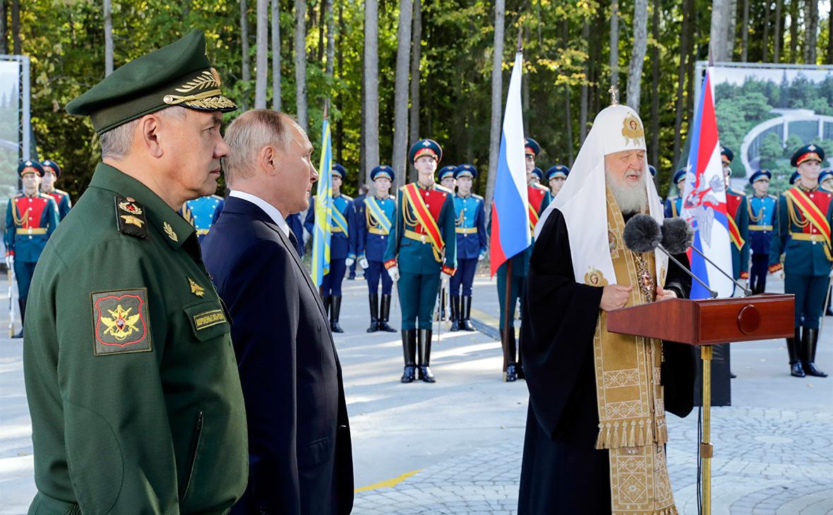Сергей Шойгу,Владимир Путин и патриарх Московский и всея Руси Кирилл (слева направо)