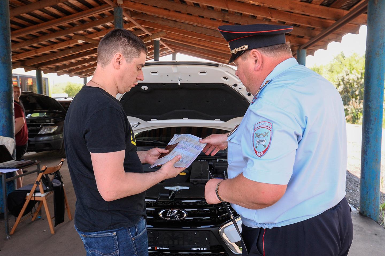 <p>Инспектор может отказать автовладельцу в постановке на учет, сославшись как раз на изменение в конструкции транспортного средства.</p>