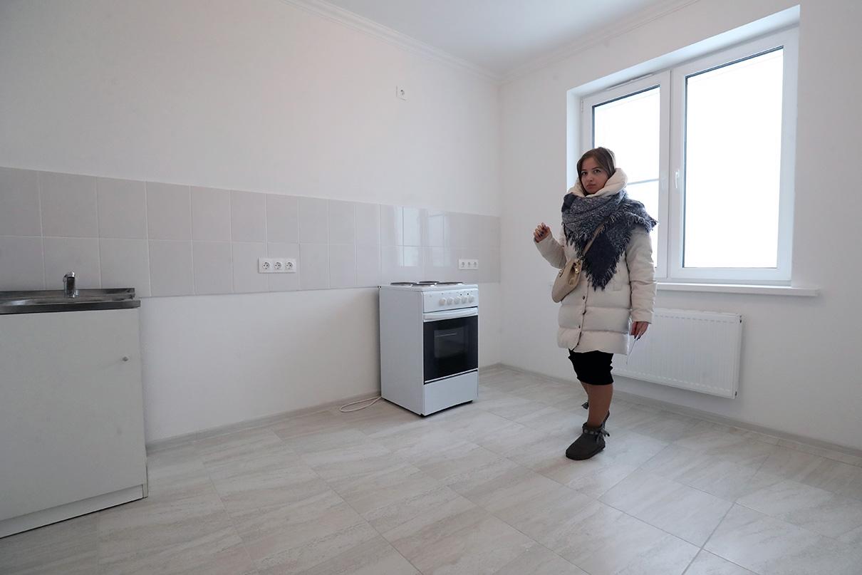 Количество комнат — такоеже, как и в старом жилье. А общая площадь квартиры увеличилась на 20–30% за счет более просторных кухни, санузла и коридора