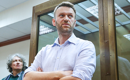 Оппозиционер Алексей Навальный вМосгорсуде вовремя рассмотрения жалобы защиты наприговорА.Навальному иего братуО.Навальному поделу «Ив Роше»