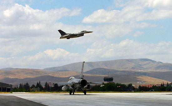 Турецкие истребители F-16. Архивное фото