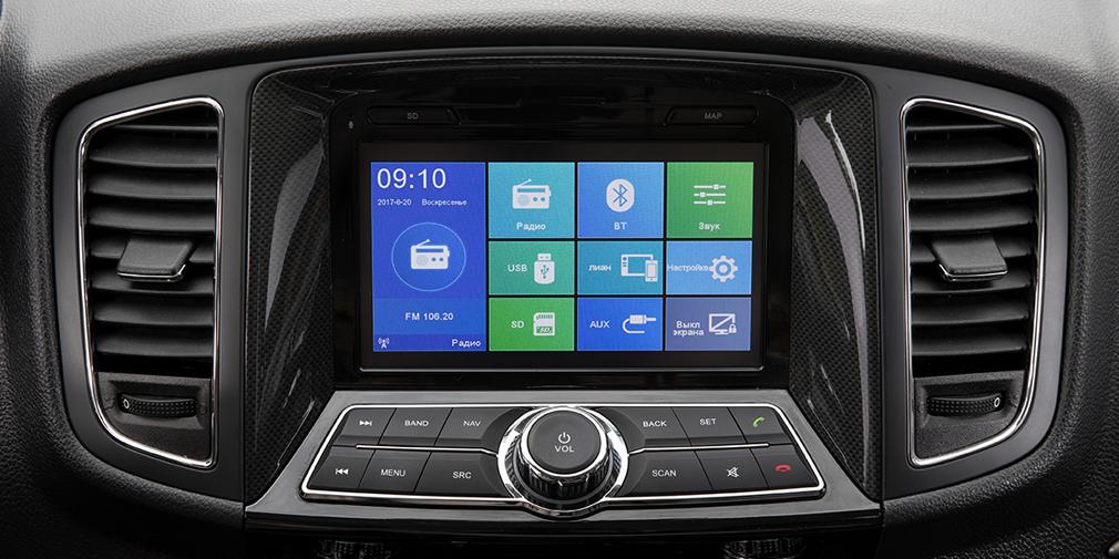 У версий Comfort+ и Premium+ 7-дюймовый центральный экран, а у остальных - маленький монохромный с полочкой над ним