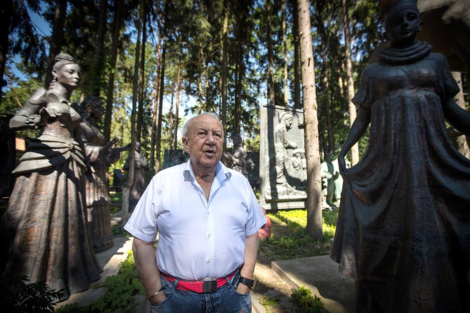 Президент Российской академии художеств, скульптор, художник Зураб Церетели во время интервью к 260-летию РАХ на территории своего музея-мастерской в Переделкине