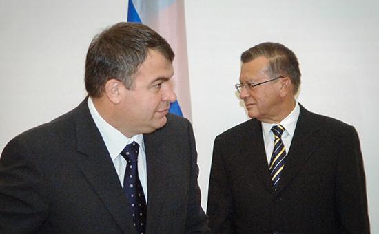 Бывший министр обороны Анатолий Сердюков ипредседатель совета директоров ОАО«Газпром» Виктор Зубков (слева направо)