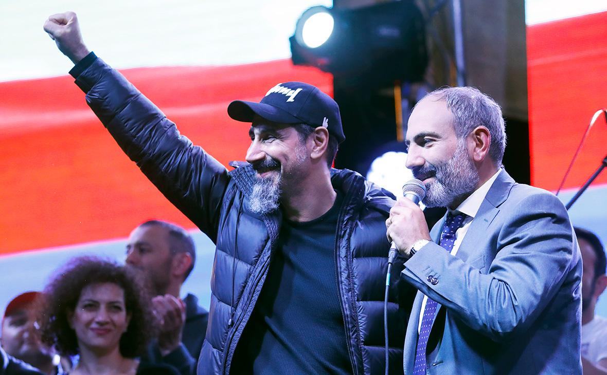 Серж Танкян (слева) и Никол Пашинян