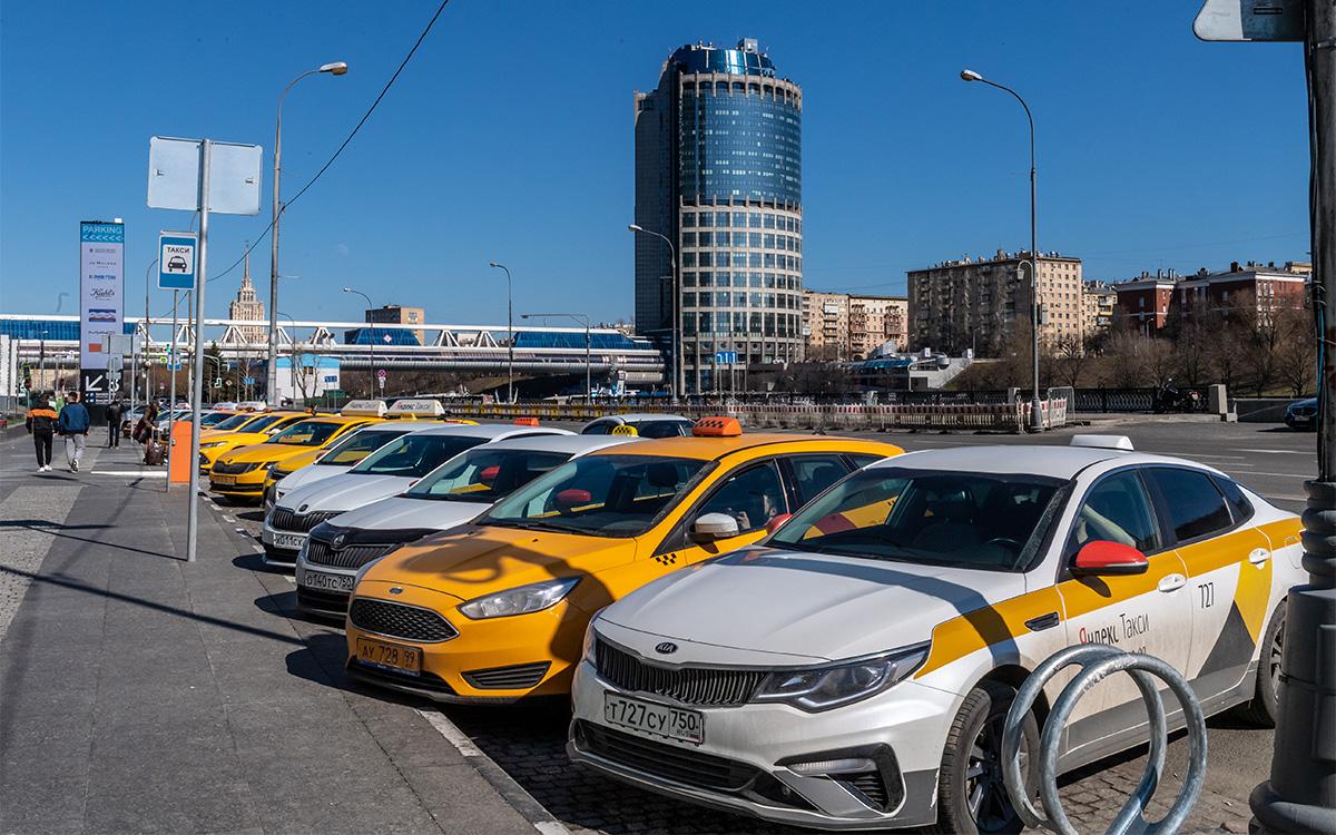 <p>С 1 августа таксопарки и агрегаторы такси смогут передавать заказы только тем шоферам, у которых есть личный идентификатор.</p>