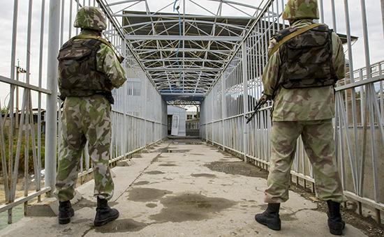 Пограничники Узбекистанана границе сКиргизией