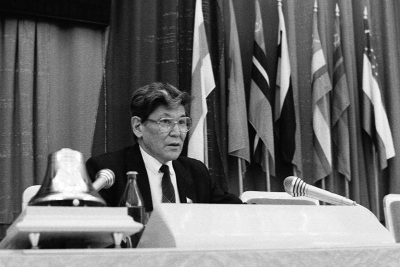 Председатель Совета Ануарбек Алимжанов вовремя выступления назаседании, накотором была принята декларация опрекращении существования СССР