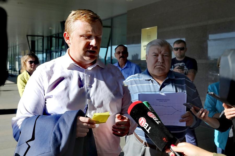 Выборы в Приморье завершились опережением врио губернатора Андрея Тарасенко своего соперника во втором туре, несмотря на то, что коммунист Андрей Ищенко лидировал при подсчете 95% голосов
