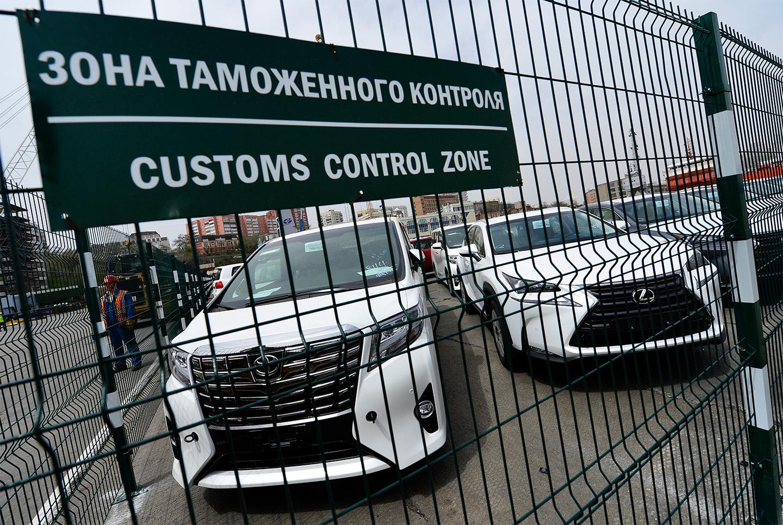 <p>В 2019 году по данным Росстандарта было ввезено и оформлено 130&nbsp;138 единичных импортированных автомобилей, а в 2020 году&nbsp;&mdash; 136&nbsp;141.</p>