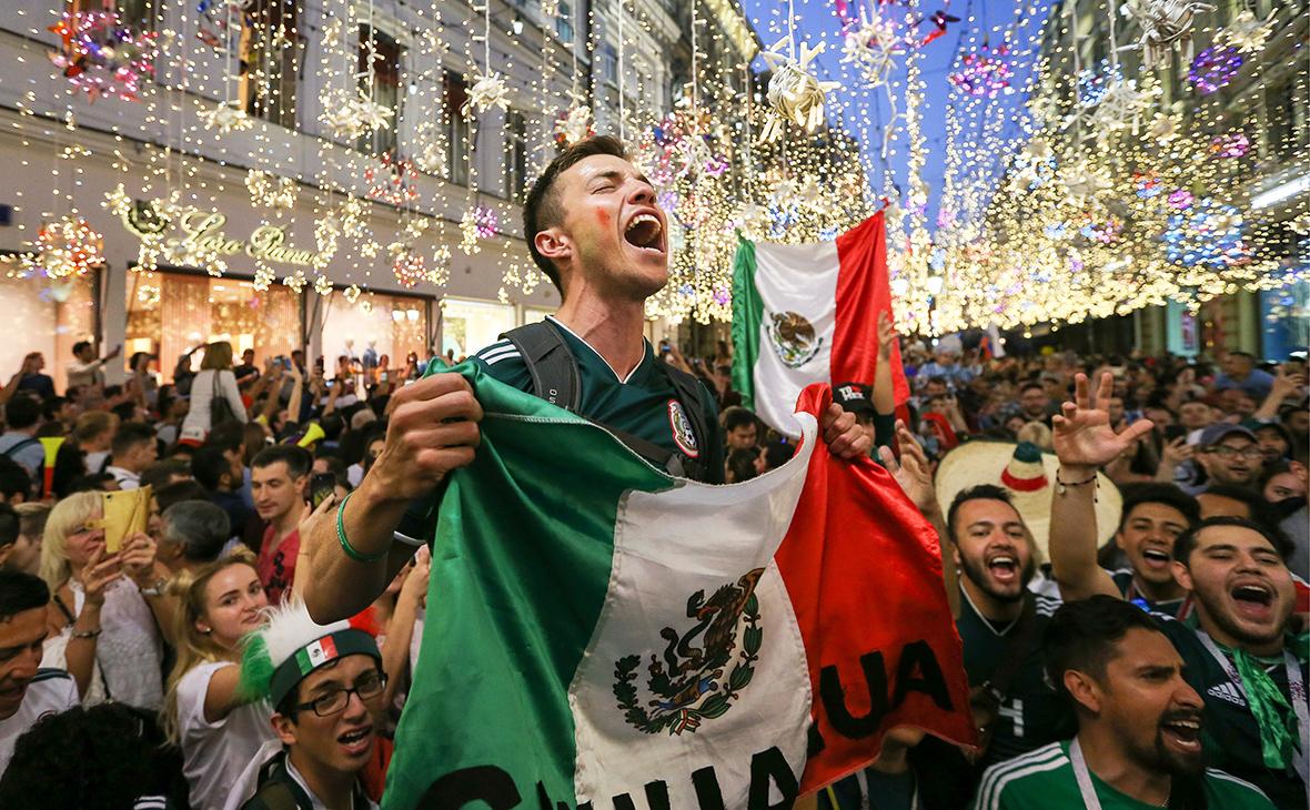 Болельщики сборной Мексики на Никольской улице