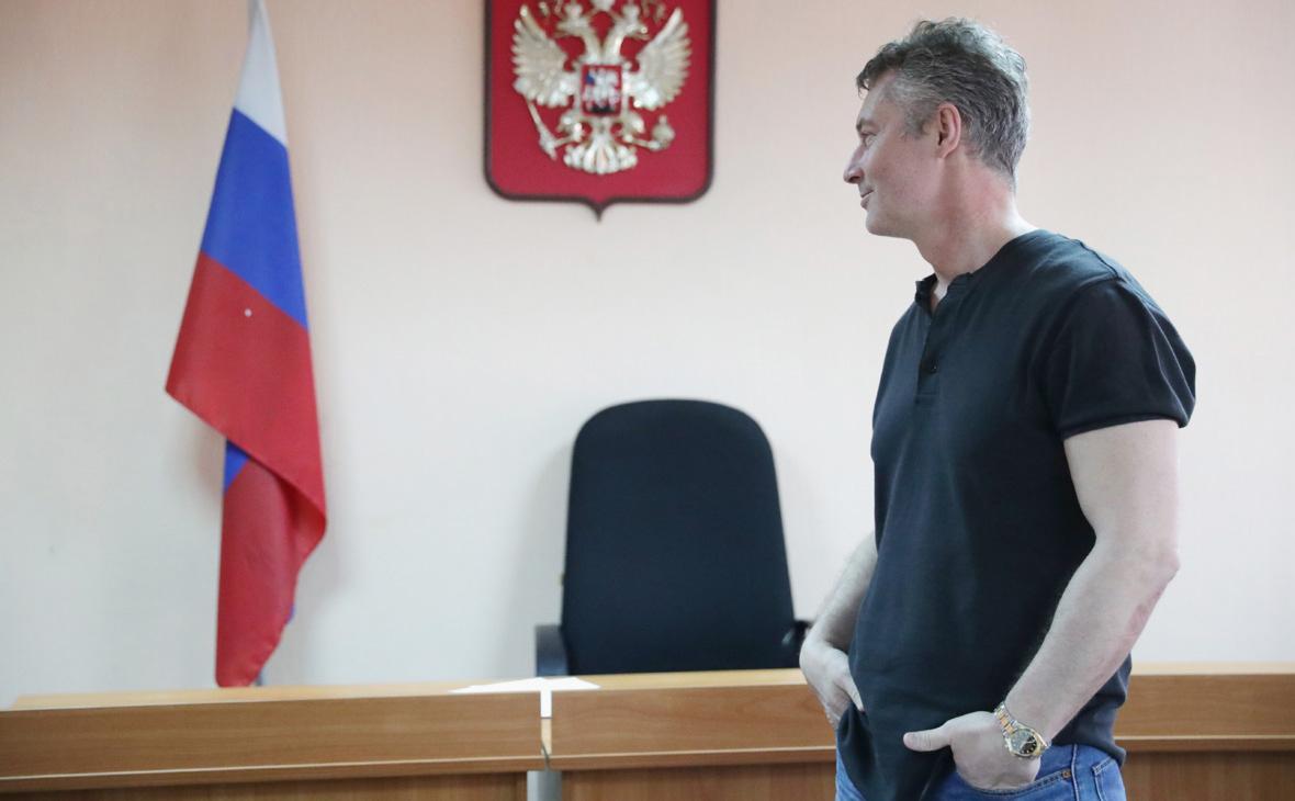 Суд в Екатеринбурге сократил арест Ройзману до одних суток