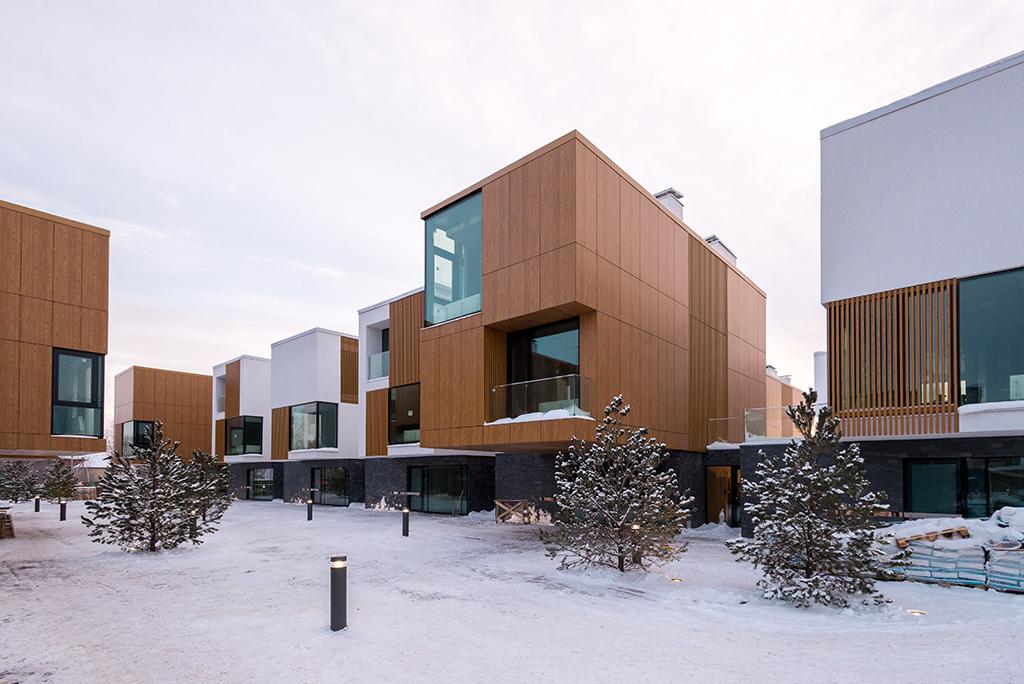 В «Тетрисе» представлены студии, одно- и двухкомнатные квартиры. Общая площадь комплекса составляет 12тыс.кв.м, наего территории будут проживать 470 человек. В соседнем квартале «Миро»планируетсястроительствотаунхаусов  На фото: таунхаус вквартале «Миро»
