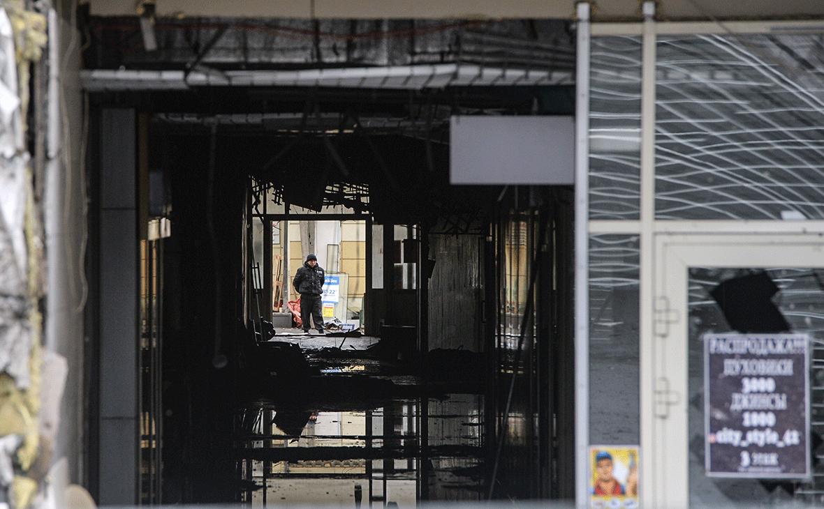 Здание торгово-развлекательного центра «Зимняя вишня» в Кемерово после пожара