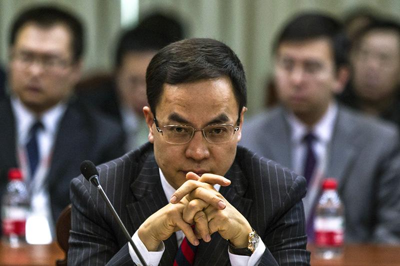 В мае 2015 года китайский бизнесмен, владелец крупнейшей компании — производителя солнечных батарей Hanergy Holding Ли Хеджун  (состояние — $1,93 млрд)за час потерял $15 млрд, когда акции его компании рухнули на Гонконгской бирже на 47%. По информации компании, обвал произошел из-за утечки инсайдерской информации.