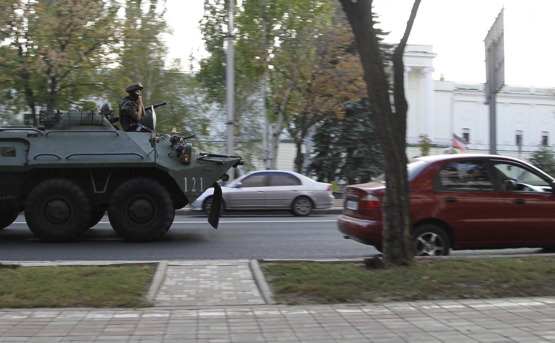 Военная техника на одной из улиц Донецка