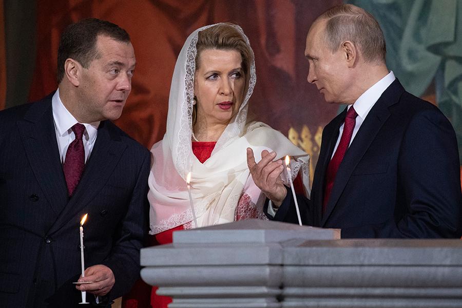 Дмитрий Медведев, Светлана Медведева и Владимир Путин (слева направо)