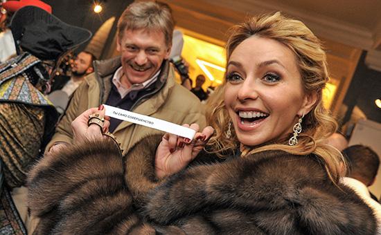 Пресс-секретарь президента Дмитрий Песков (слева) ссупругой Татьяной Навкой
