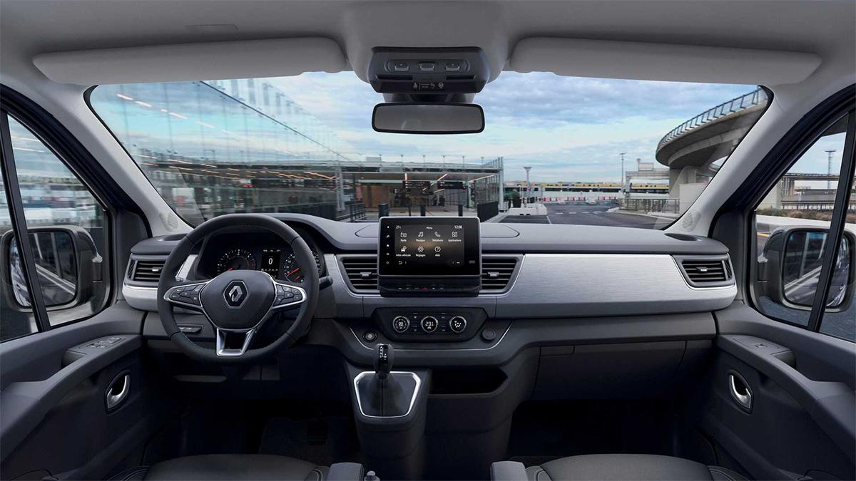 Renault представил обновленный минивэн Trafic
