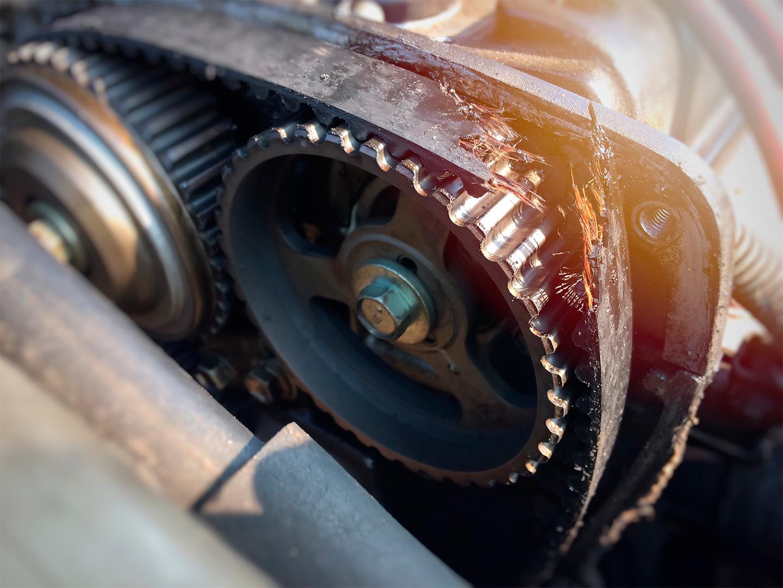 <p>Обрыв ремня ГРМ может привести к очень дорогостоящему ремонту двигателя.</p>
