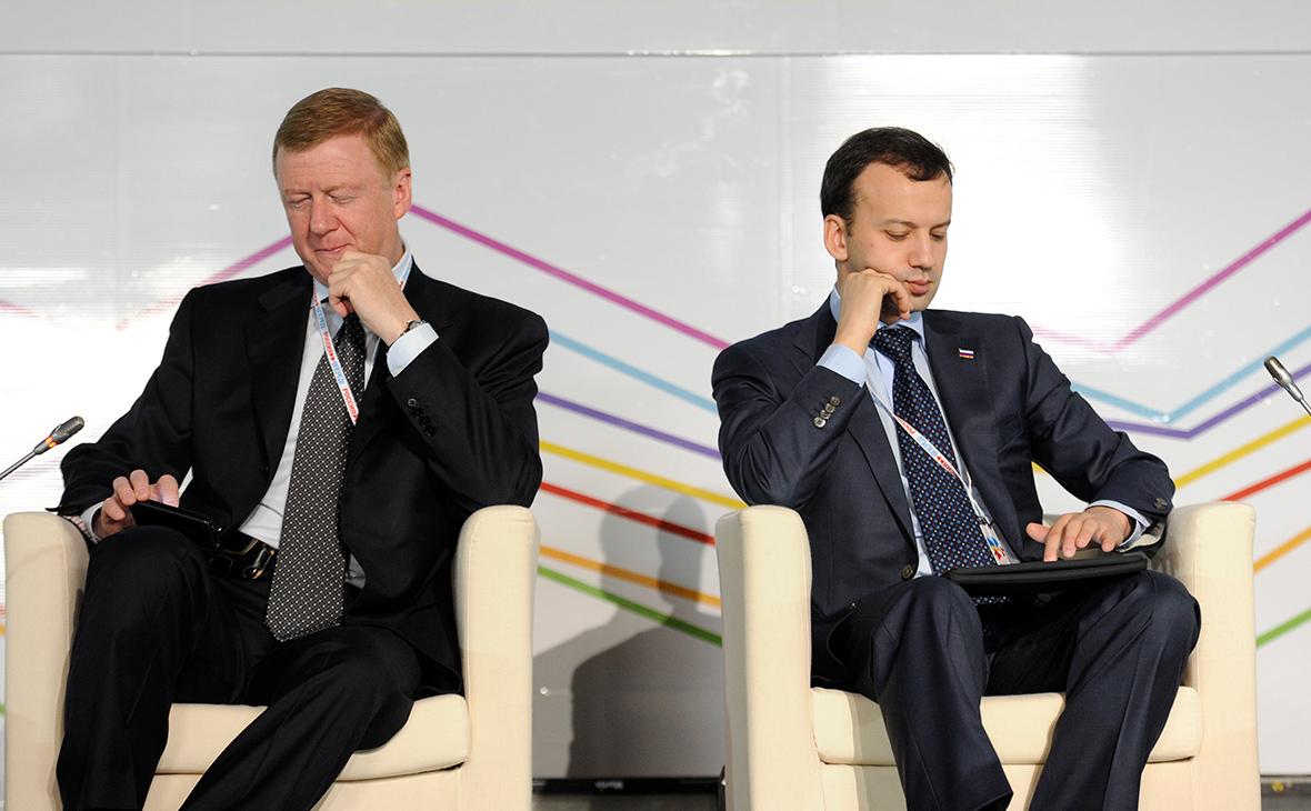 Анатолий Чубайс и Аркадий Дворкович (справа)