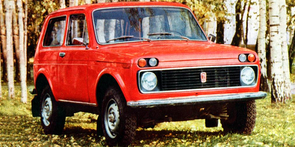 Первые 15 предсерийных образцов автомобиля были выпущены в1974 году. От привычных «Нив» они отличались деталями: другими бамперами, раздельными подфарниками итак далее. В 1976 году, кXXV съезду КПСС, была изготовлена вторая партия—уже из50 машин. Для сравнения оценки их характеристик входе испытаний использовались сравнения сконкурентами: Land Rover иУАЗ-469.