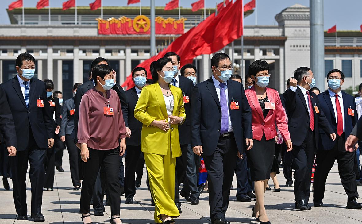 Пекин, депутаты 13-го Всекитайского собрания народных представителей идут на заседание