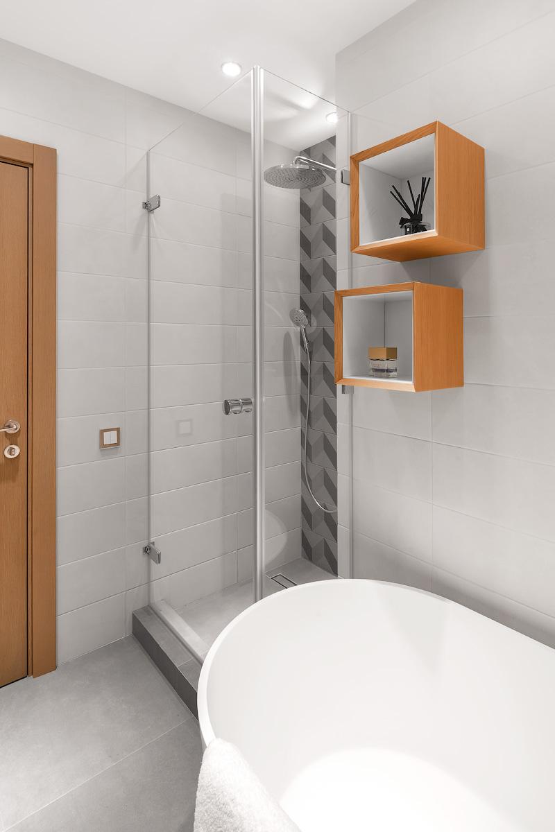 Санузел с ванной и душевой кабиной