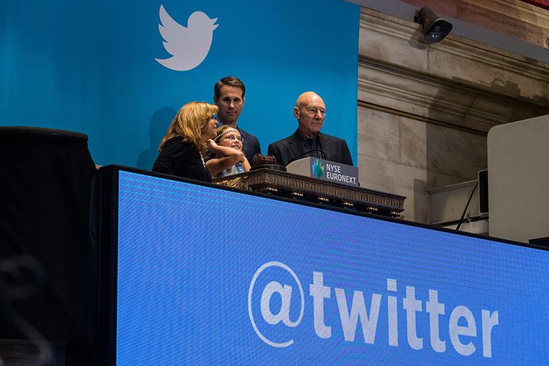 Twitter   Фонд Мильнера и миллиардера Алишера Усманова купил акции сервиса микроблогов Twitter летом 2011 года, оценив его в $8 млрд. Тогда критики рассуждали о том, что инвесторы переплатили за компанию. Тем не менее Twitter на бирже в ноябре 2013 го оценили в $14,2 млрд, в первый же день торгов капитализация выросла до $25 млрд, а сейчас она составляет $30,7 млрд.