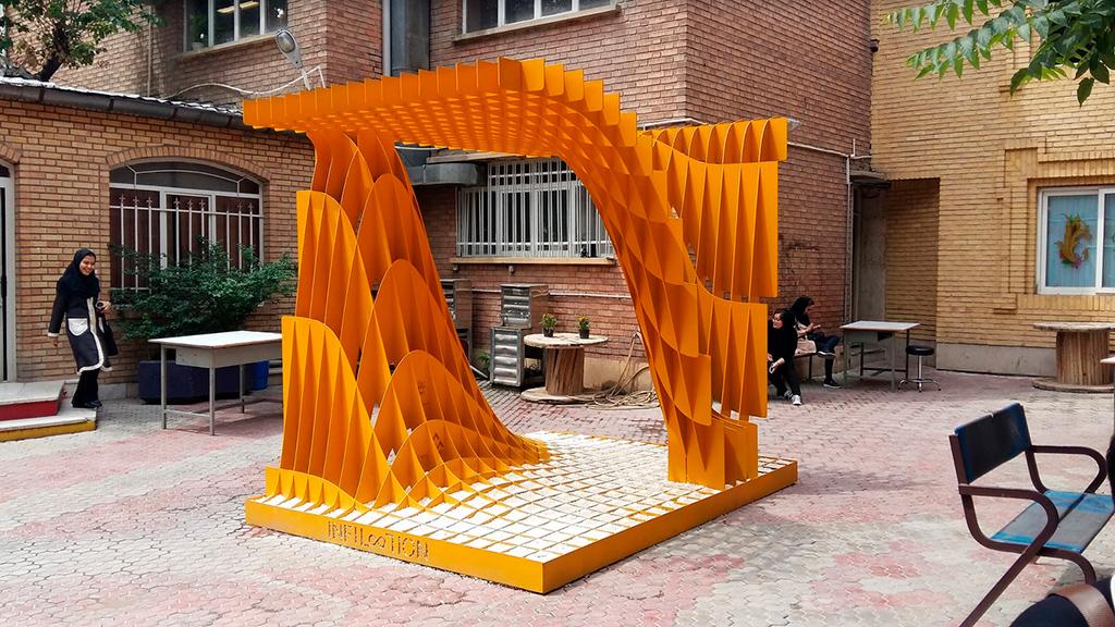 Название проекта: Infiloolion Какой вуз представляет: Университет Сура, Иран   Стальная скульптура в виде бесконечности, вписанной в куб