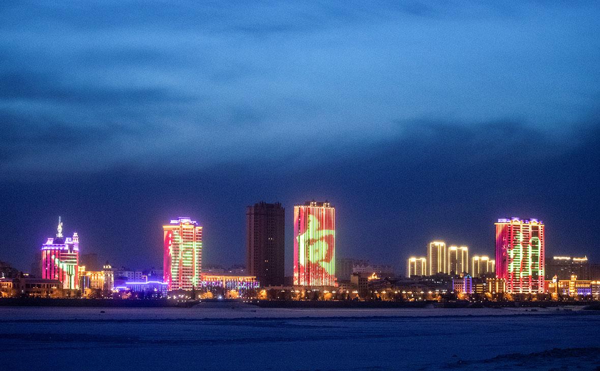 Вид на китайский городХэйхэ из Благовещенска, Амурская область, Россия