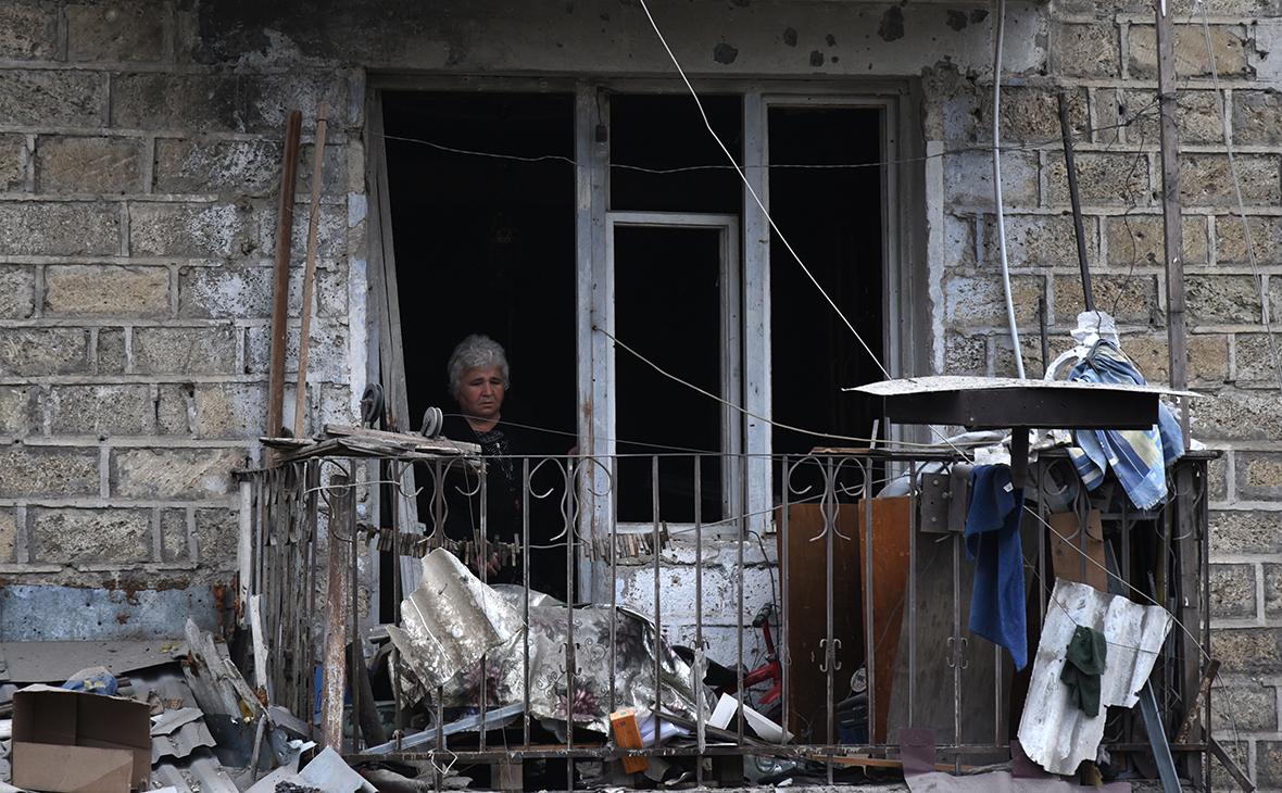 Последствия ракетного обстрела в Степанакерте