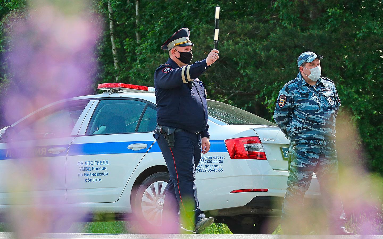 <p>Во многих регионах на границах выставлены полицейские блокпосты.</p>